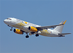 "Airbus A320-200 - Vueling Airlines - The ""Vueling Loves Barcelona"" with this Vueling sticker celebrates its 100 million passengers"" - (Photo : Y.P.)"