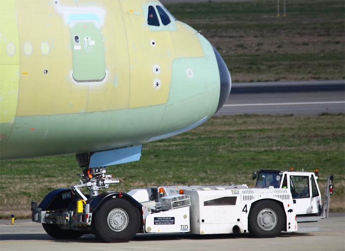 Aeroport 04 - Tracteur tom avion ...